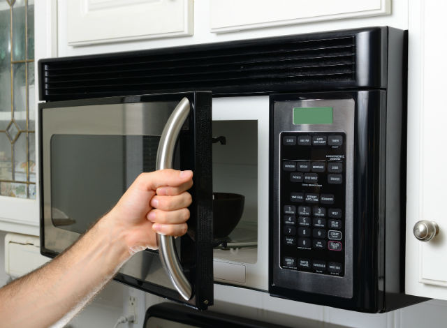 13 things to never put in the microwave - Things never put microwave ...