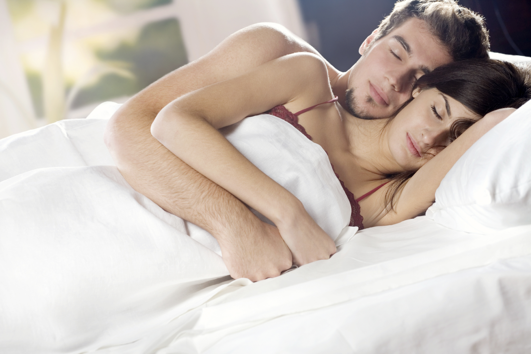 couple-have-sex-on-bed