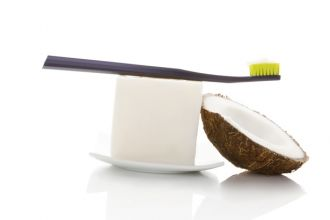 coconut-oil-toothpaste