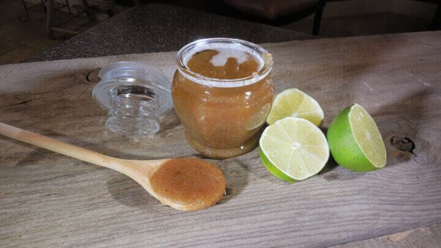 how to make lip scrub with essential oils