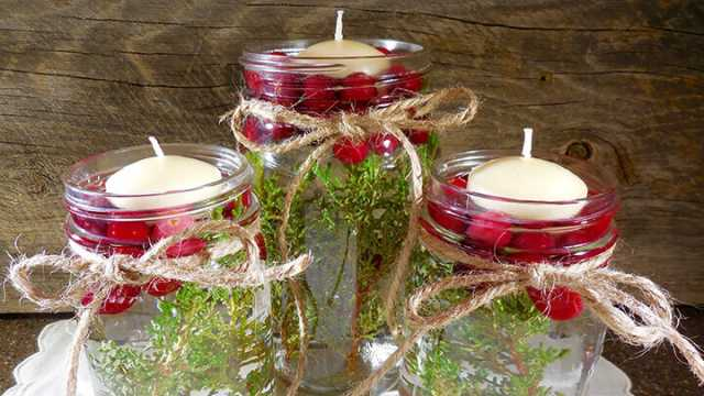 Christmas Floating Candles.Christmas Floating Candles With Cranberries And Greenery