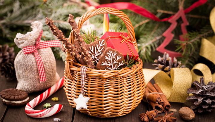 DIY green holiday gift ideas like homemade tasty treats