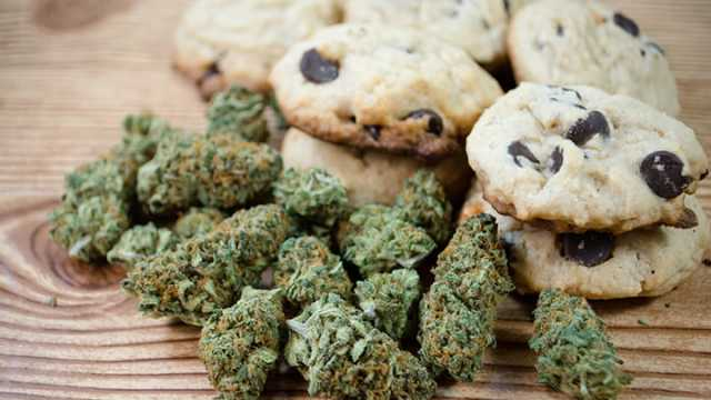 http://cdn.thealternativedaily.com/wp-content/uploads/2017/01/Parents-give-cannabis-cookies-to-child-with-autism-640x360.jpg