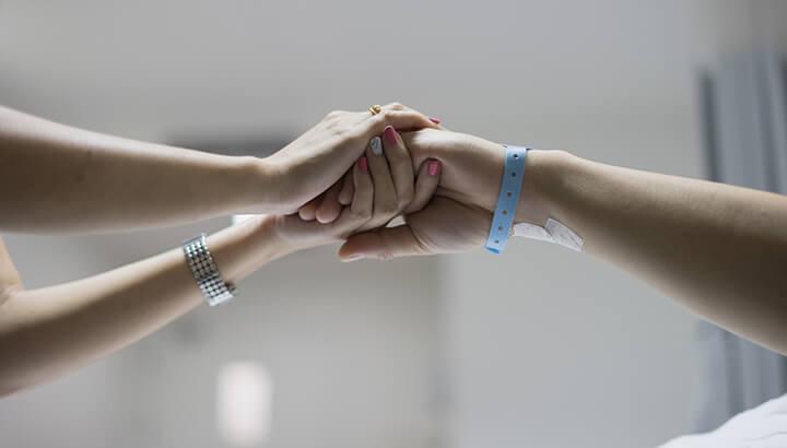 L'hypnose peut aider les personnes atteintes de cancer.