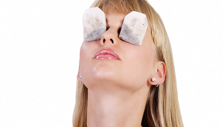 Tea bags can help reduce puffiness under the eyes.