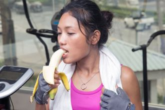 Why you should eat a banana during a workout