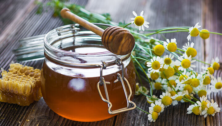 Honey added to green tea provides anti-allergenic properties.
