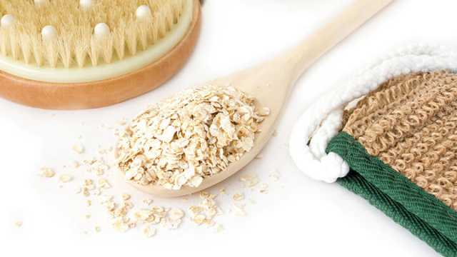 7 Healing Reasons To Take An Oatmeal Bath