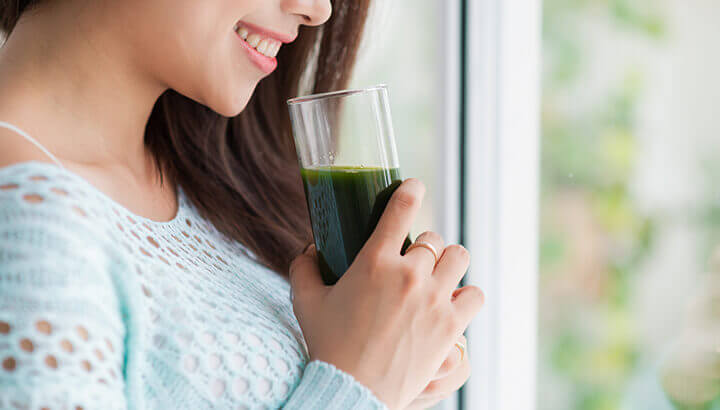 Keep your vagina happy by eating cleansing foods and green smoothies.