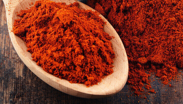 Capsaicin in cayenne pepper can ease discomfort and treat a stomach ulcer naturally.